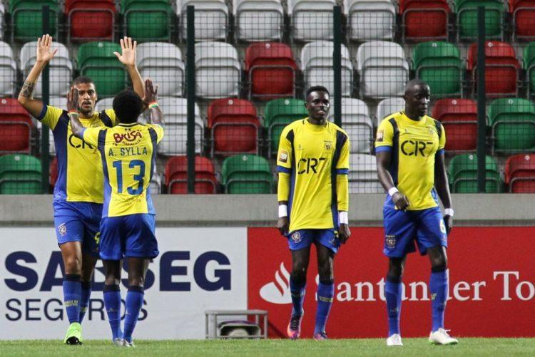 Sete equipas tentam escapar ao último lugar de descida na II Liga