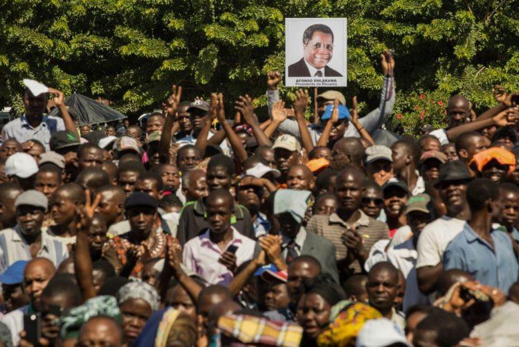 Óbito/Dhlakama: Líder da oposição moçambicana sepultado uma semana após a morte
