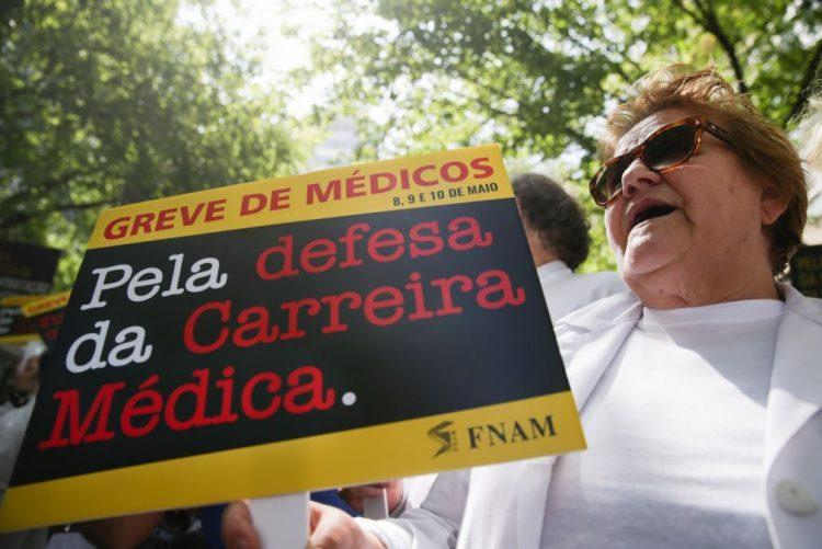 Adesão dos médicos à greve é