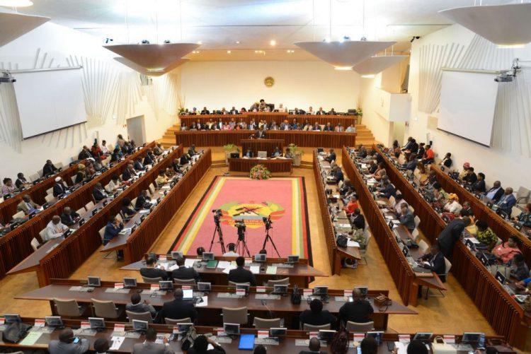 Parlamento moçambicano quer lei mais vantajosa para o país na indústria extrativa