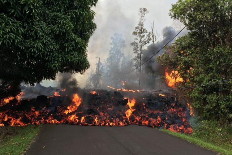 Insólito: Explosões de vulcão no Havai podem lançar pedras do tamanho de frigoríficos a quilómetros