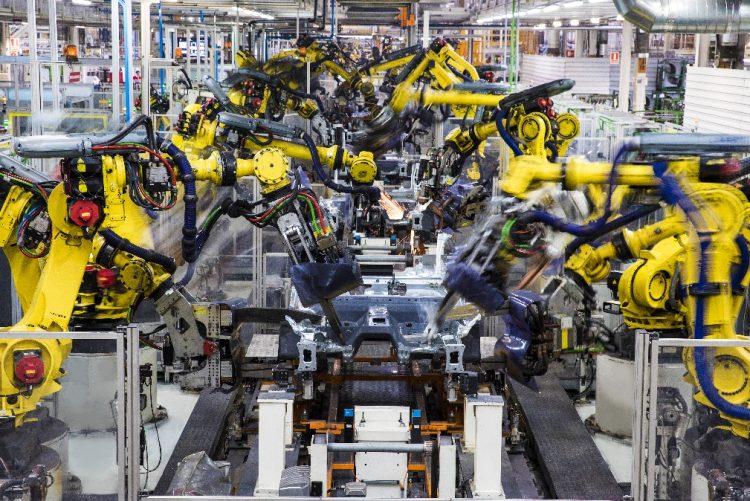 Bailado perfeito de 2 mil robôs em fábrica de Martorell [vídeo]