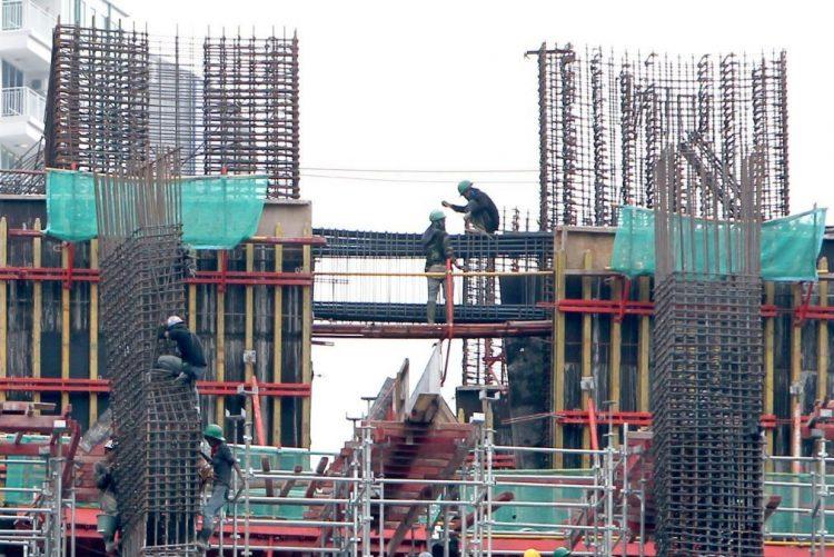 Construção abranda crescimento em março