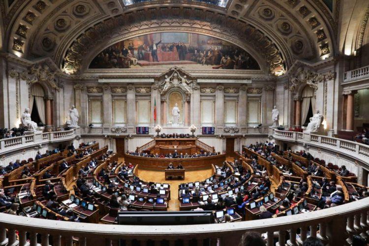 Parlamento aprova por unanimidade inquérito pedido pelo BE às rendas na energia