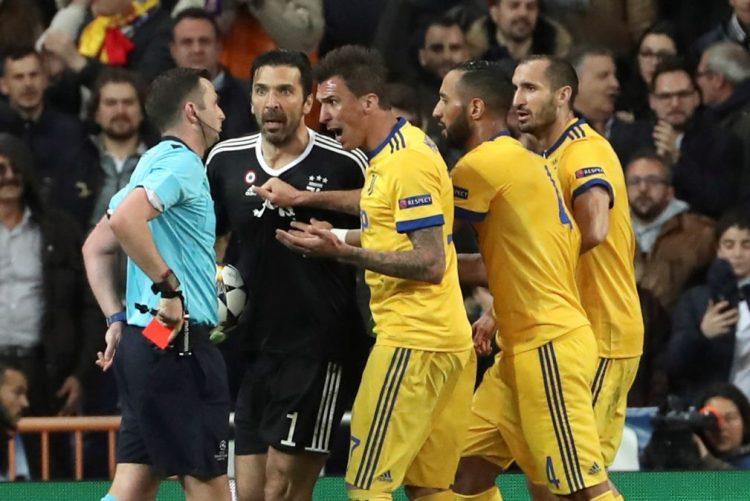 UEFA instaura processo a Buffon por comportamento agressivo com árbitro