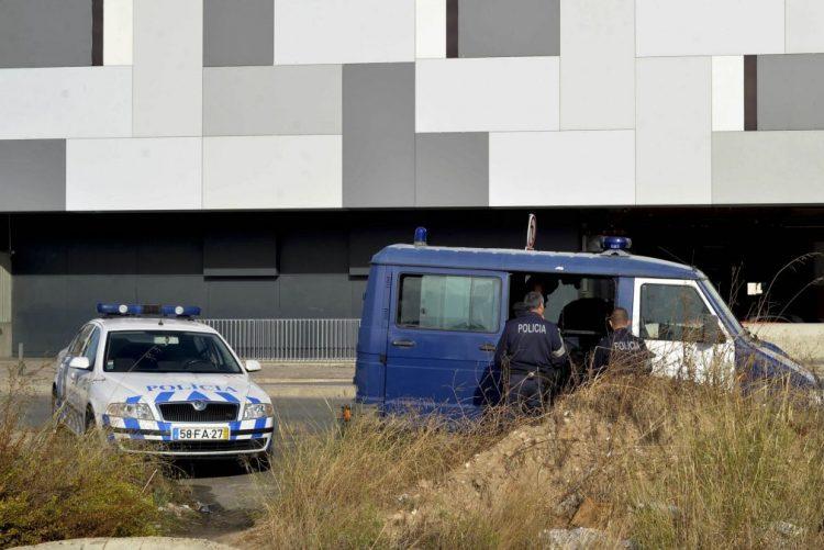 Homem com pulseira eletrónica detido em Setúbal com mais de 600 doses de droga