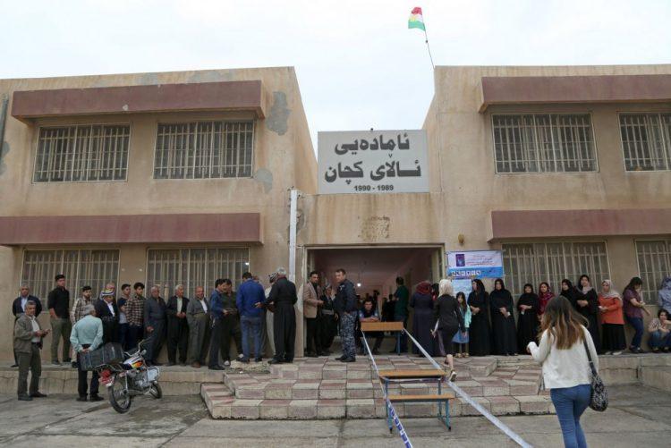 Urnas já abriram no Iraque para primeiras eleições com votação eletrónica