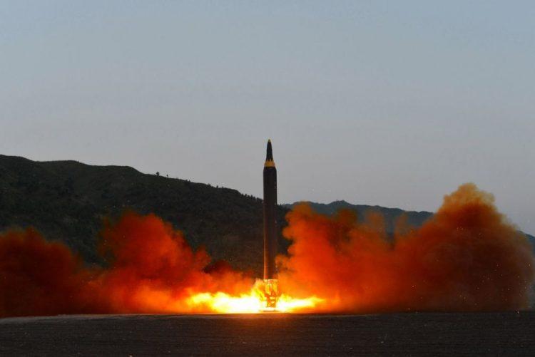 Pyongyang anuncia desmantelamento do seu complexo de testes nucleares este mês