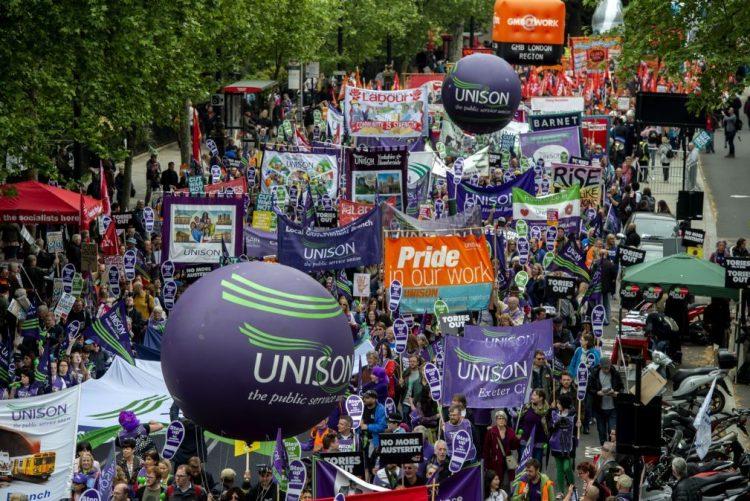 Manifestantes exigem em Londres melhores salários e direitos laborais
