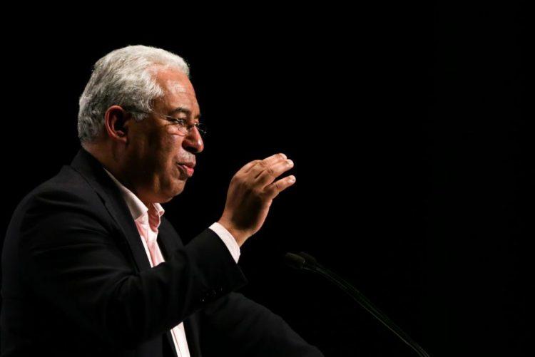 António Costa prefere contratar funcionários públicos a aumentar salários