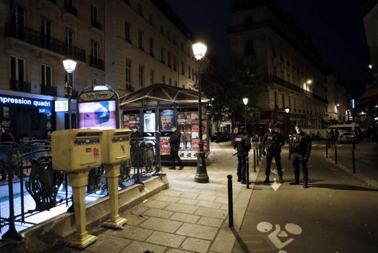 Ataque com faca em Paris: homem sinalizado por radicalização