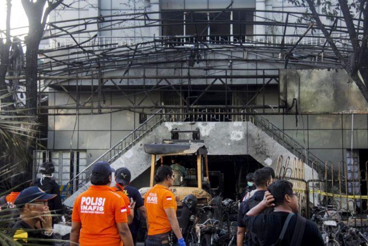 Estado Islâmico reivindica atentados bombistas a três igrejas na Indonésia