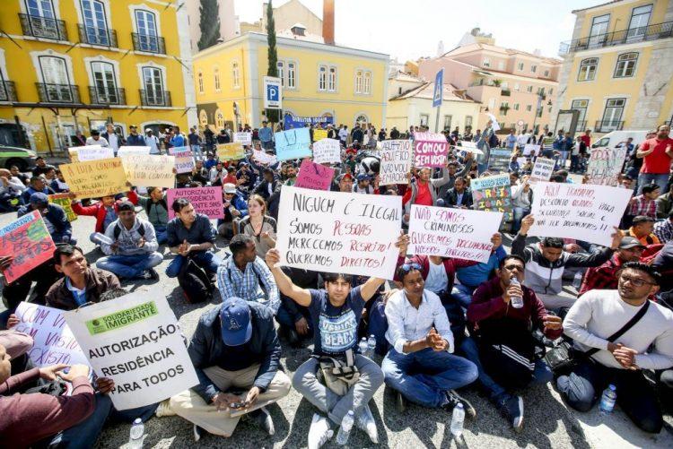 Mais de uma centena de imigrantes em protesto contra falta de documentos