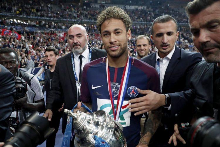 Neymar lidera lista de convocados do Brasil