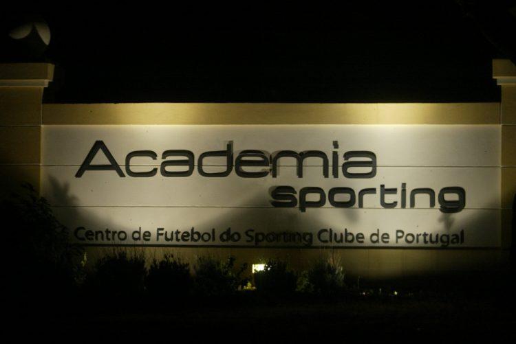 Sporting: Vários jogadores avisaram as respetivas companheiras para se prepararem para sair do país
