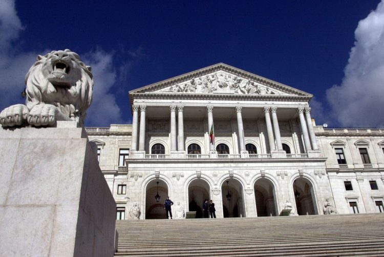 Apoios a viagens de deputados remetidos pelos partidos ao conselho de administração da AR