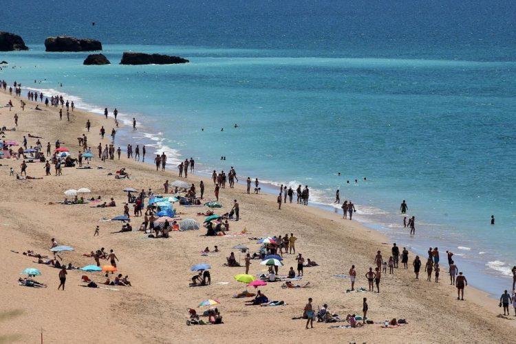 A pensar fazer férias lá fora? Portugal tem 390 praias com «Qualidade de Ouro»