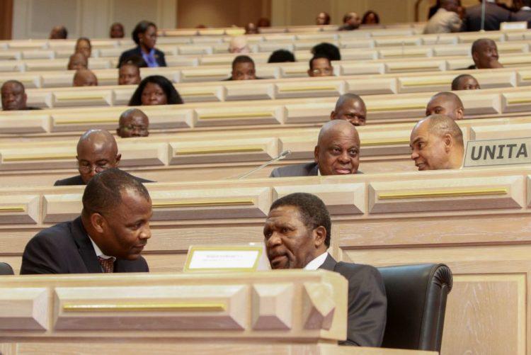 Parlamento angolano reprova proposta da UNITA e aprova lei do Governo sobre repatriamento de capitais