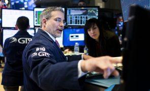 Wall Street inicia sessão em baixa com foco nos juros da dívida