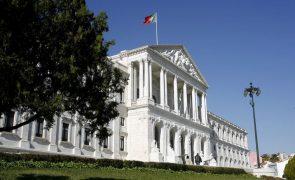 Insólito: Baratas no parlamento levam à suspensão da Comissão de Trabalho