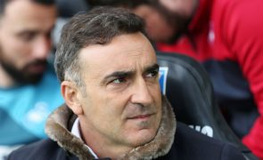 Swansea City anuncia saída do treinador português Carlos Carvalhal