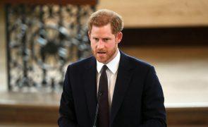 Príncipe Harry de Inglaterra recebe título de duque de Sussex antes do casamento