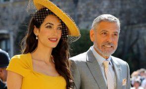 Desfile de estilo Veja os looks mais exuberantes dos convidados de Meghan e Harry