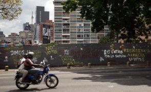 Conselho Nacional Eleitoral venezuelano proíbe Maduro de pagar bónus a eleitores