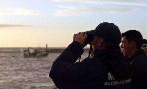 Retomadas buscas para encontrar pescador desaparecido na praia do Malhão