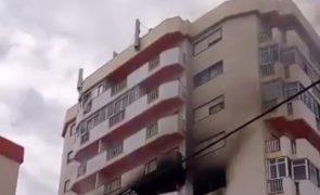 Última Hora: Explosão deflagra incêndio e faz pelo menos um ferido em Portimão [vídeo]