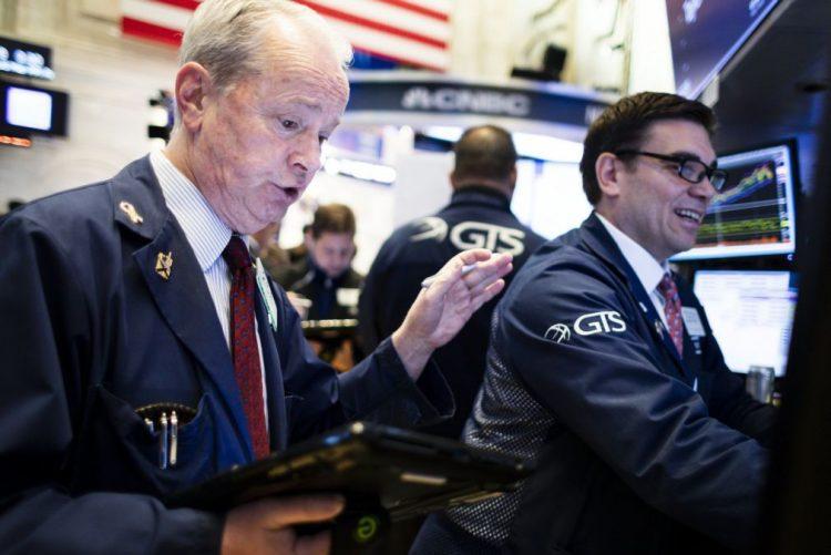 Bolsa de Wall Street segue em baixa com incerteza sobre relações comerciais EUA-China