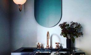 Ideias para melhor aproveitar a sua casa de banho minúscula
