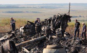 Familiares de vítimas da queda do avião da Malaysia Airlines levam Rússia a tribunal