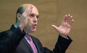 Ministro Siza Vieira remete esclarecimentos para