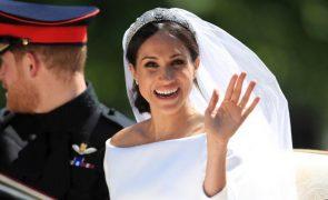 Veja a reação de Meghan Markle ao voltar a tocar no vestido de noiva