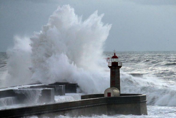 Sete barras fechadas e três condicionadas devido à agitação marítima forte