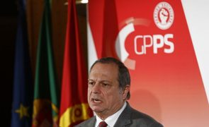César define como prioritária reforma pela transparência na atividade política