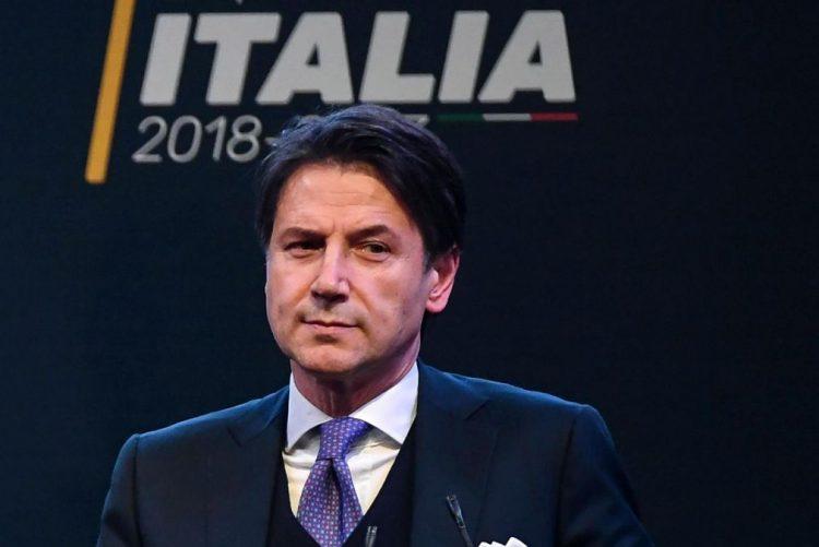 Jurista Giuseppe Conte renuncia à tarefa de formar novo Governo em Itália