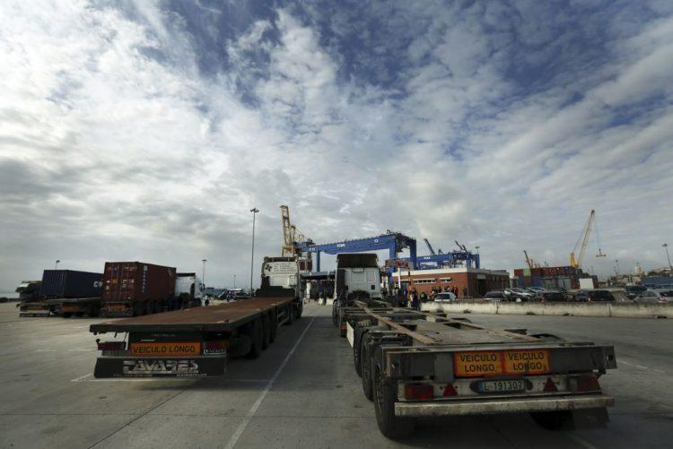 Camionistas vão continuar em greve apesar de «abertura» do Governo