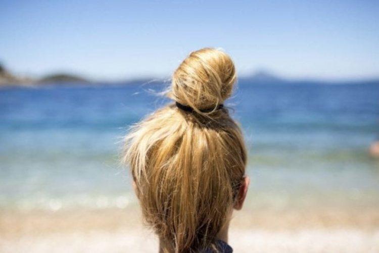 Saiba por que nunca deve deixar o cabelo secar ao ar