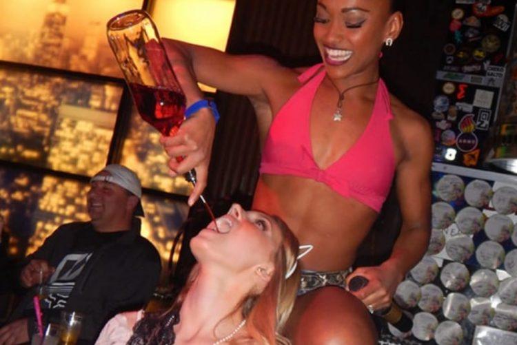 Abriu discoteca com prostitutas de luxo a 700 euros por 'voltinha' [vídeo]Abriu discoteca com prostitutas de luxo a 700 euros por 'voltinha' [vídeo]