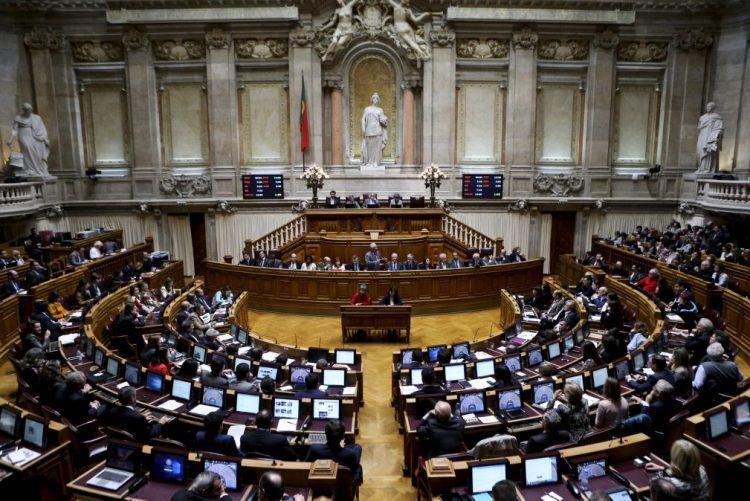 Redução de subvenções a partidos e campanhas aprovada em votação final global