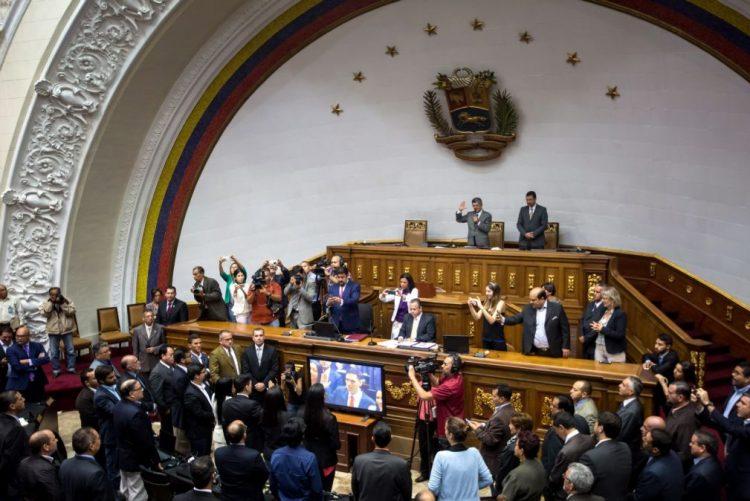 Supremo Tribunal da Venezuela proíbe julgamento político do parlamento contra Presidente