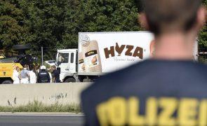 Ministério Público húngaro recorre da condenação de acusados da morte de 71 migrantes