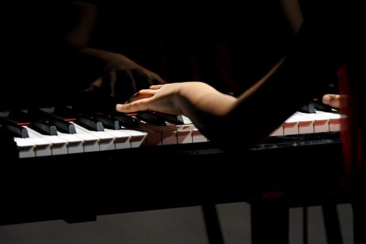 Pianista Marta Menezes leva obra de Vianna da Motta a França e Reino Unido