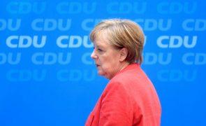 Direita alemã impõe ultimato a Angela Merkel