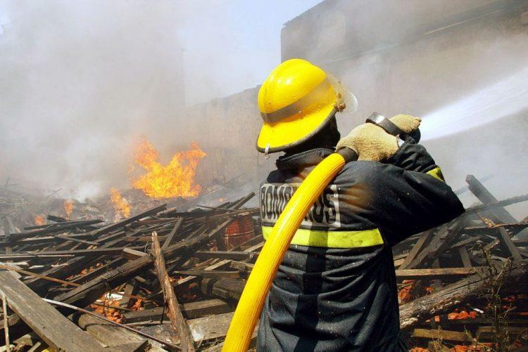 Português julgado por ter fingido ser vítima do incêndio