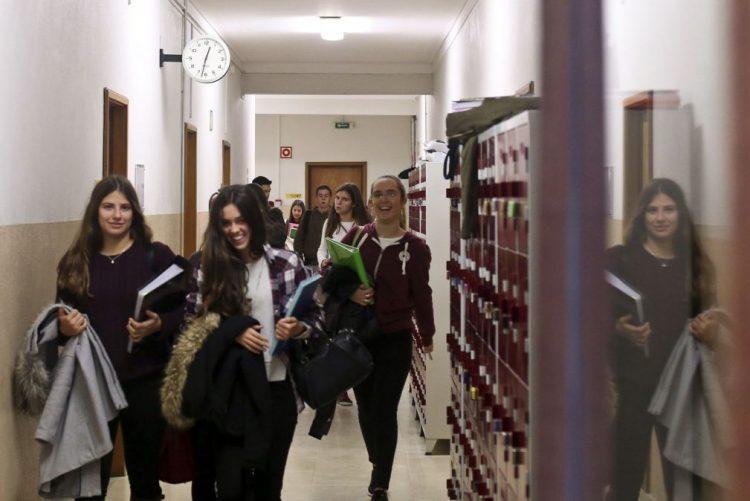 Exames/Secundário: Mais de um quarto das escolas com média negativa