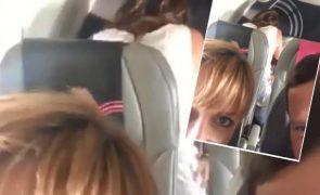 Casal filmado a fazer sexo no avião a caminho das férias no México