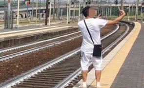 Selfie em cenário de atropelamento provoca indignação